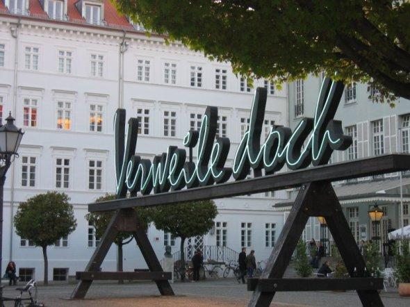 Verweile doch - Vorplatz des Deutschen Theaters Berlin